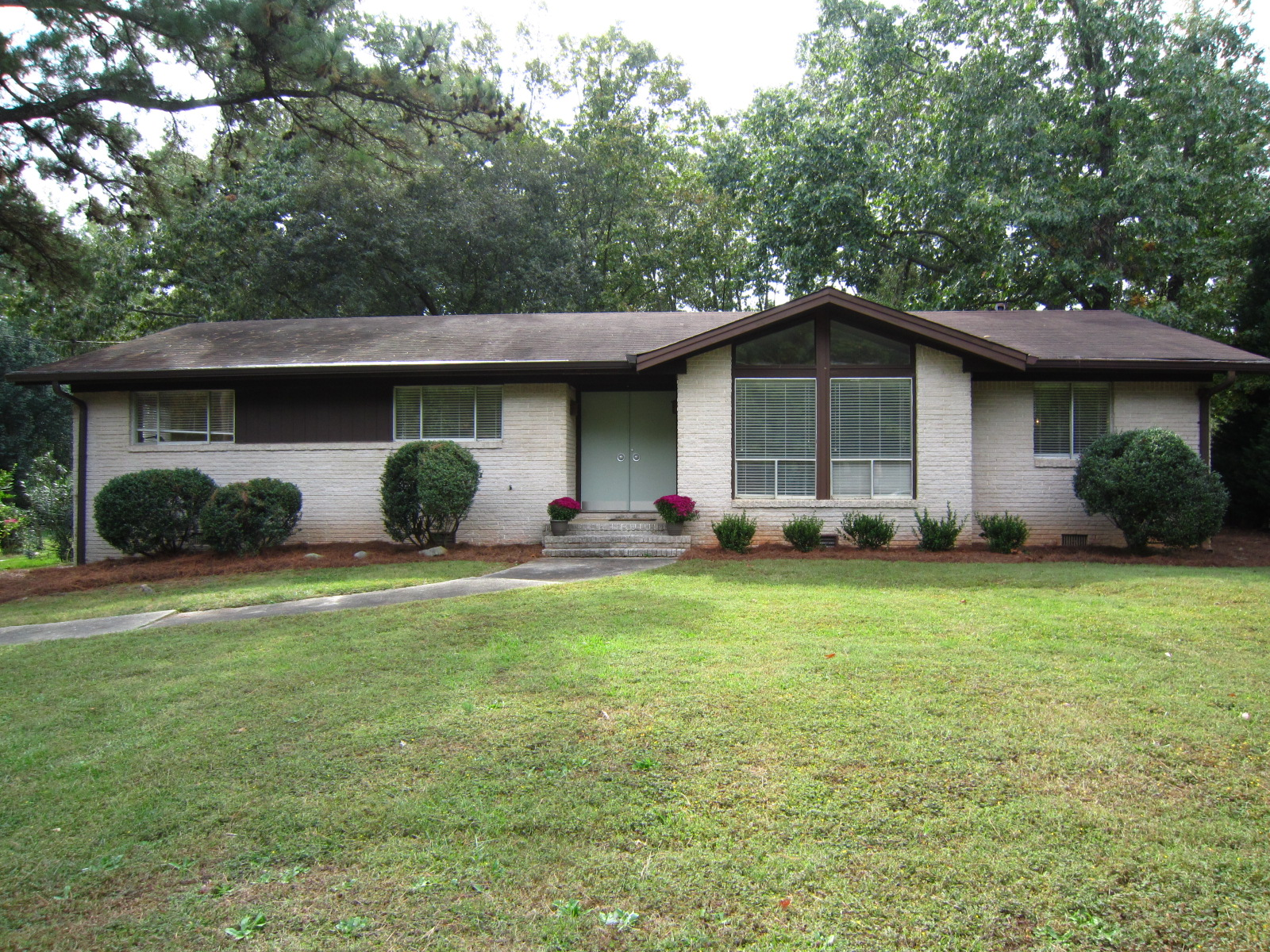 4882 Lakeside Drive Dunwoody GA 30360 – SOLD – $219,900